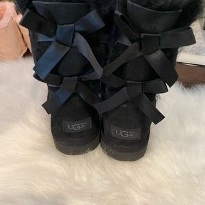 Ugg billy bow || black suede